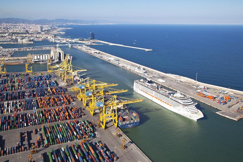 El movimiento de contenedores en el Puerto de Barcelona crece un 30%